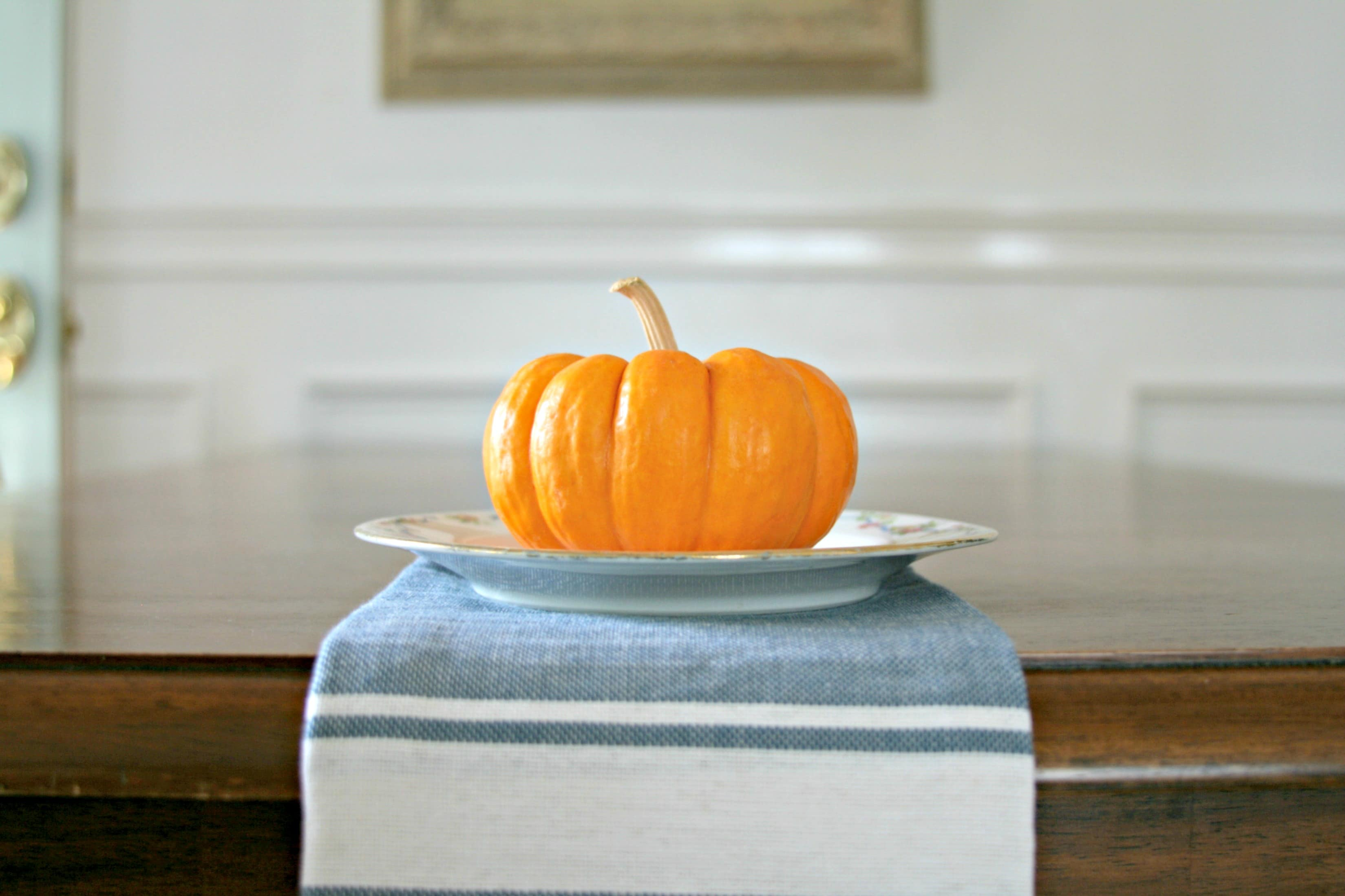 Small Pumpkin table decorating