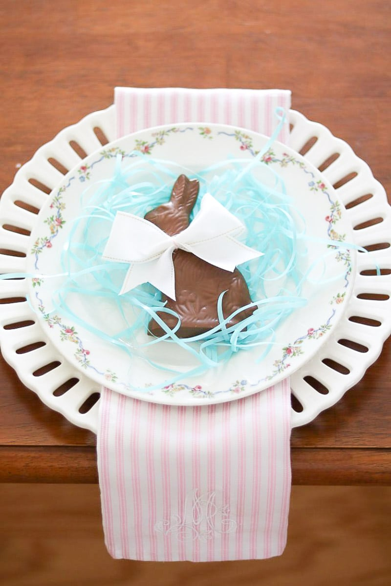 EASTER HOME DECORATIONS CHOCOLATE BUNNY BOW PLACE SETTING