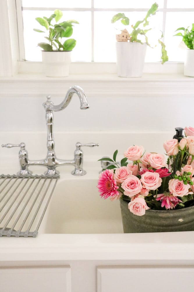 Valentine's day decorations for home using fresh flowers