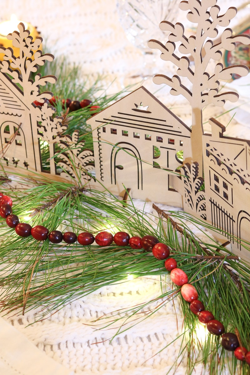 Festive tablescape cranberry garland