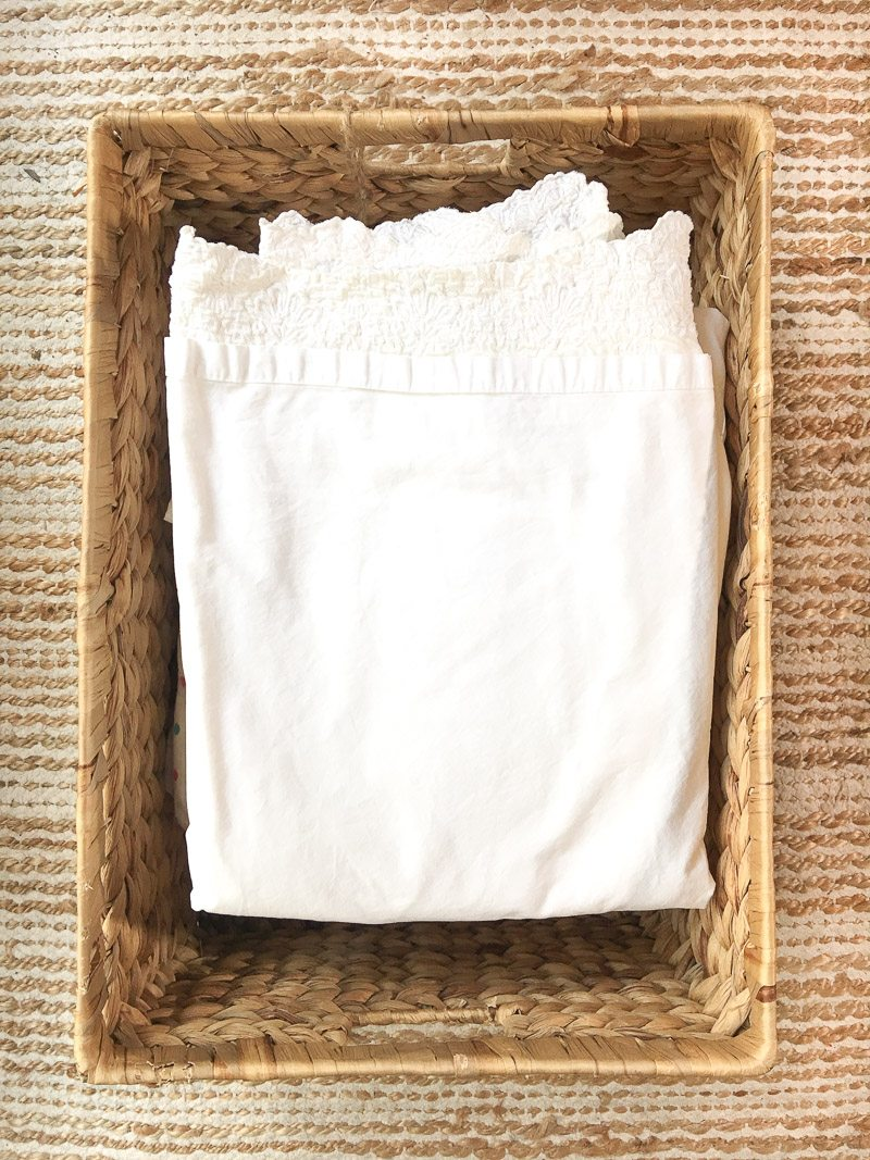 How to organize your home using Pinterest to organize linens