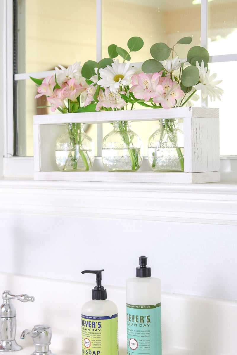 farmhouse kitchen decor flowers
