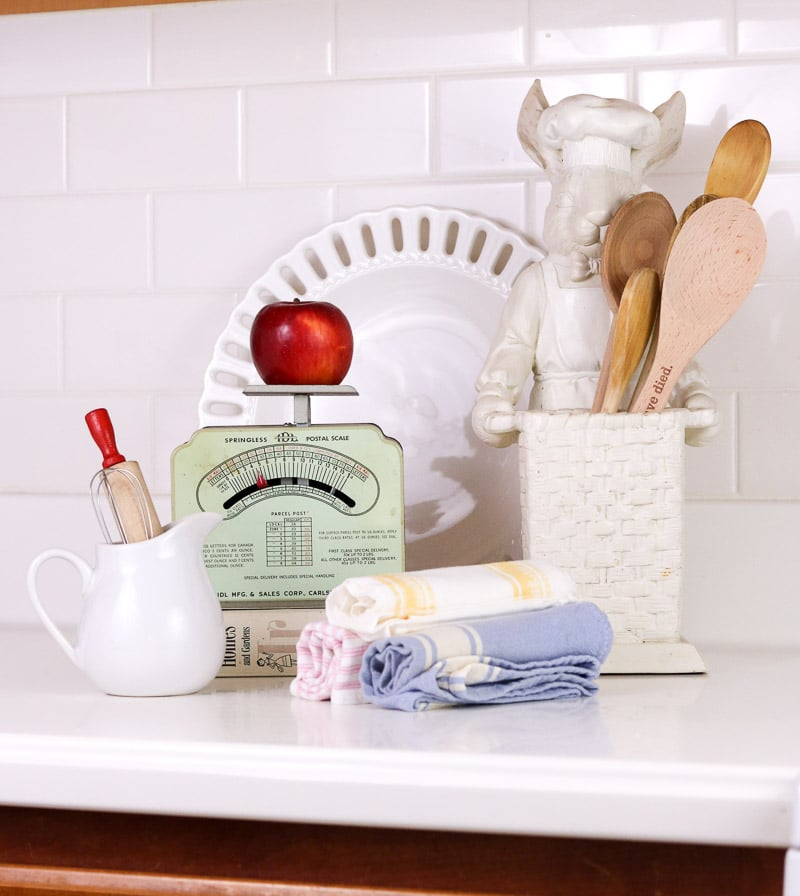 vintage scales using an old fashioned mail scale and other accessories in the kitchen