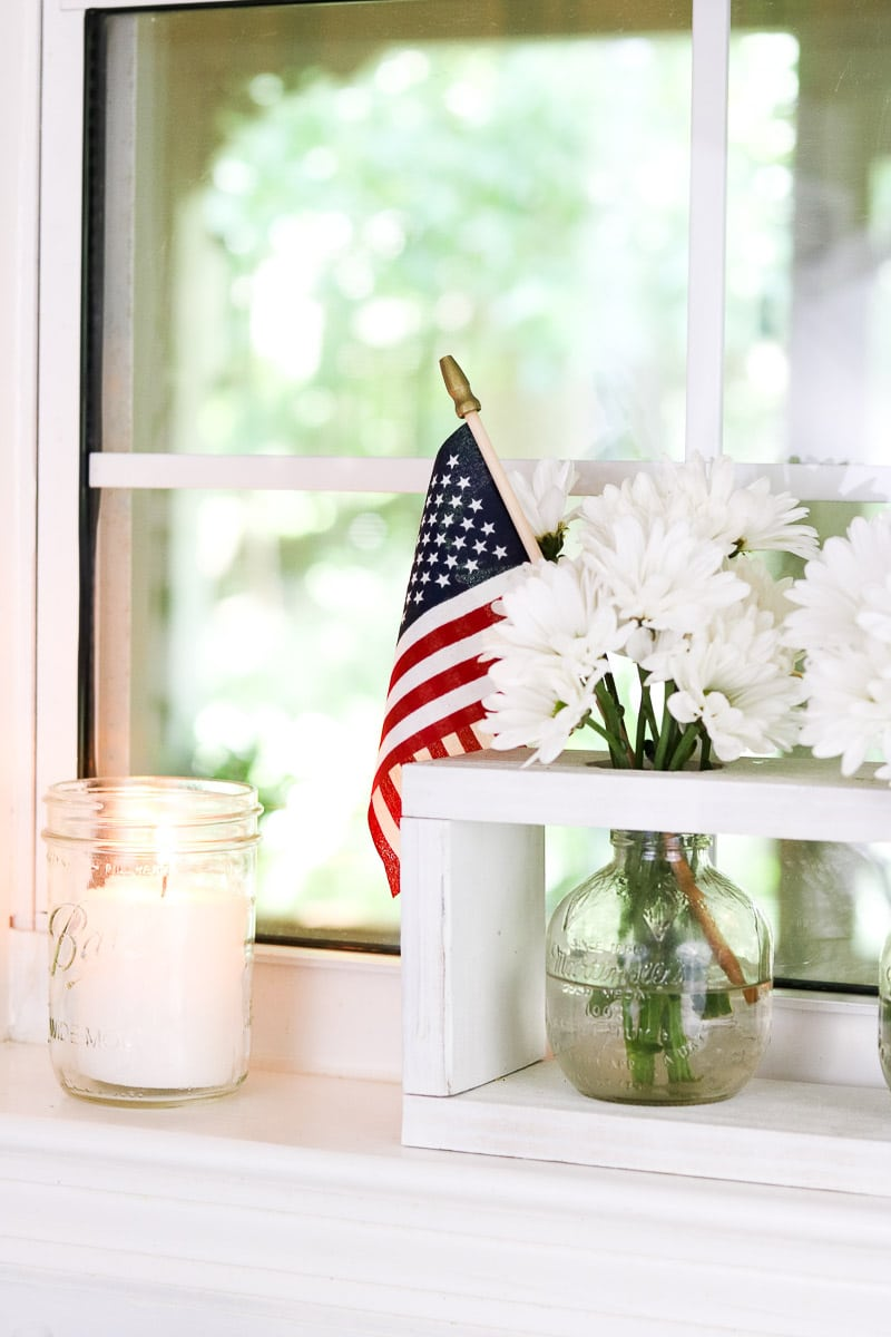 4th of July decorating ideas in the kitchen with daisies and flags