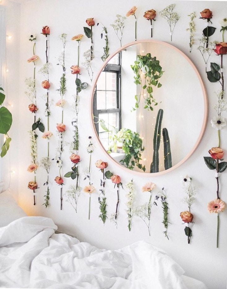 Dorm Room Layouts: Girly Girl College Dorm Decor Ideas