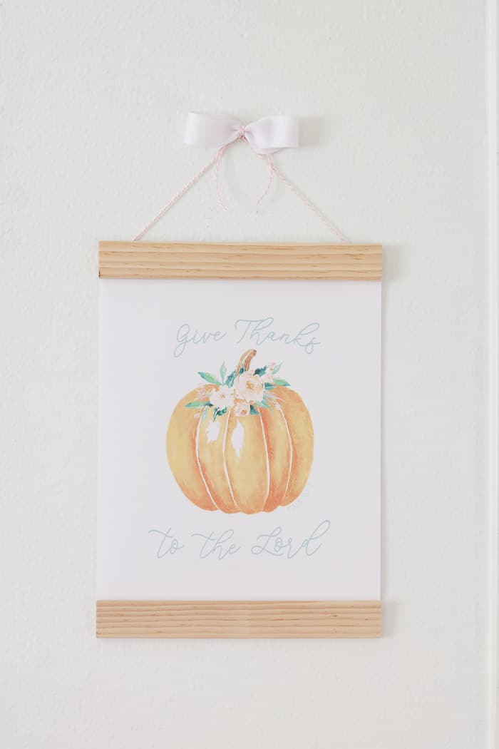 Free Floral Pumpkin printable of Psalms 107:1 Give Thanks to the Lord for your fall home decor