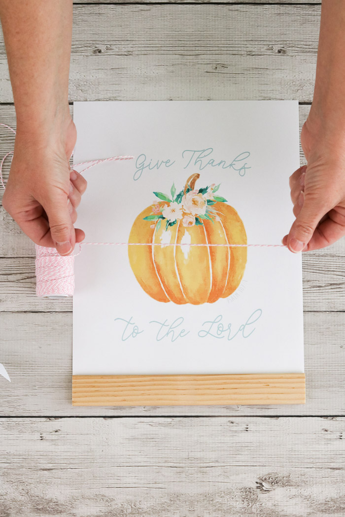 Free Floral Pumpkin printable of Psalms 107:1 Give Thanks to the Lord for your fall home decor measure string
