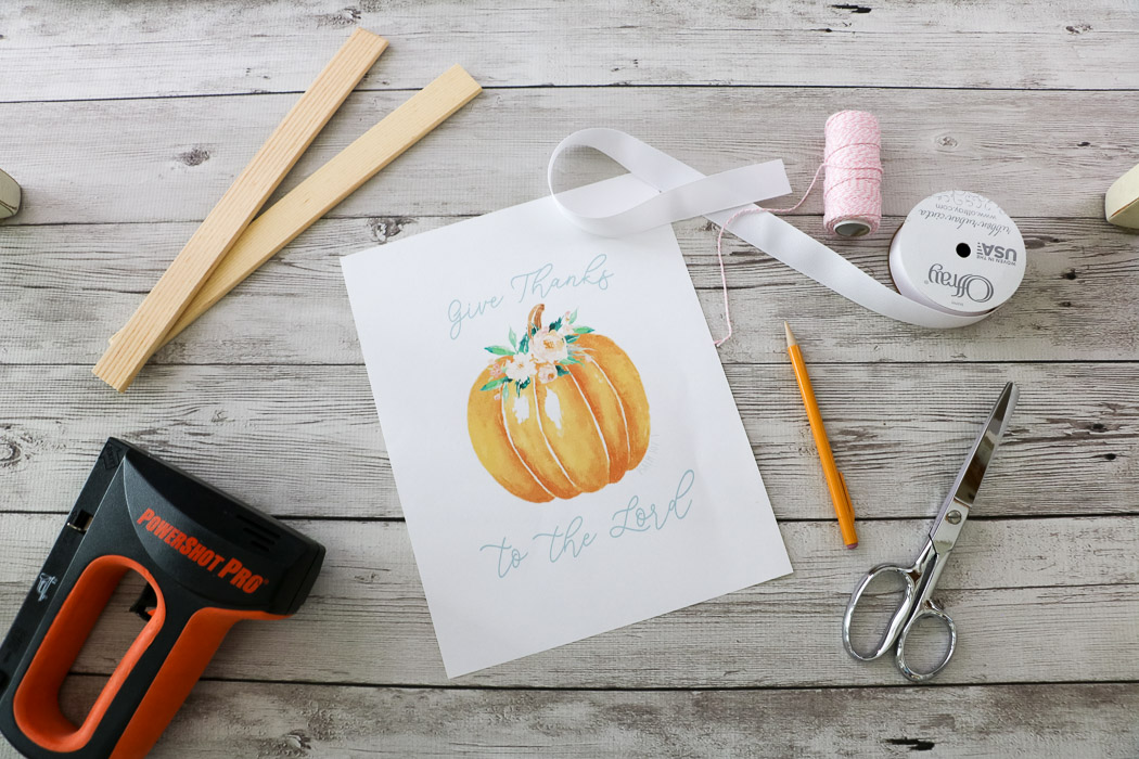 Free Floral Pumpkin printable of Psalms 107:1 Give Thanks to the Lord for your fall home decor supplies