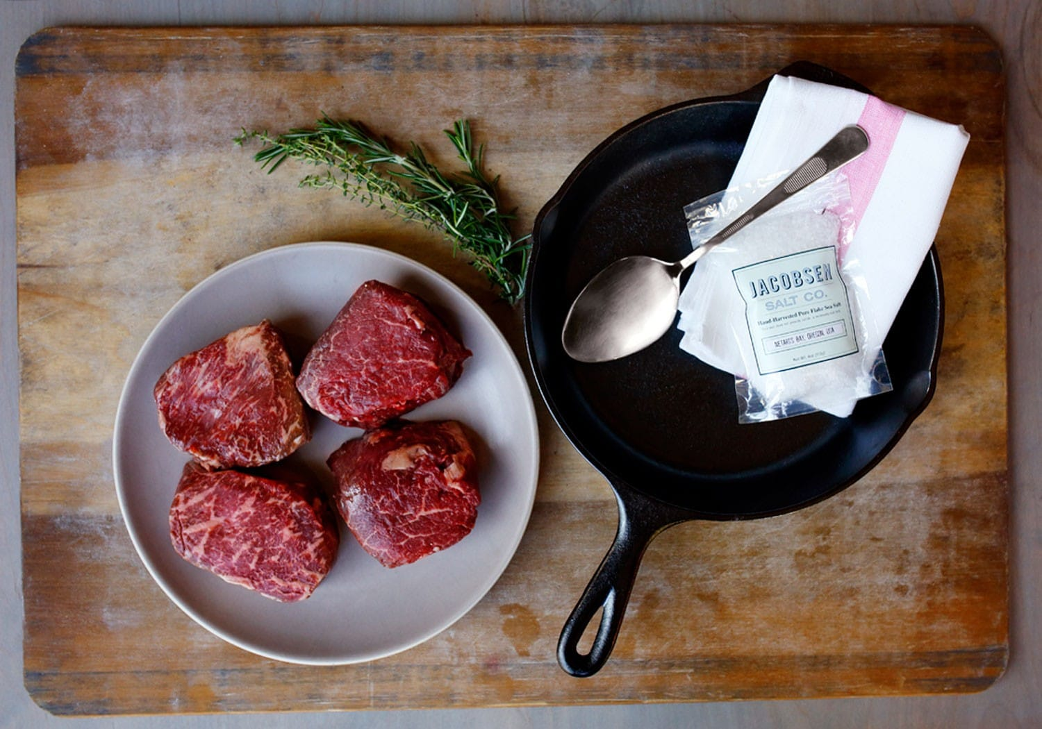 Snake River Farms steaks meats delivery service. Mail order steaks, ground beef, buffalo and more.