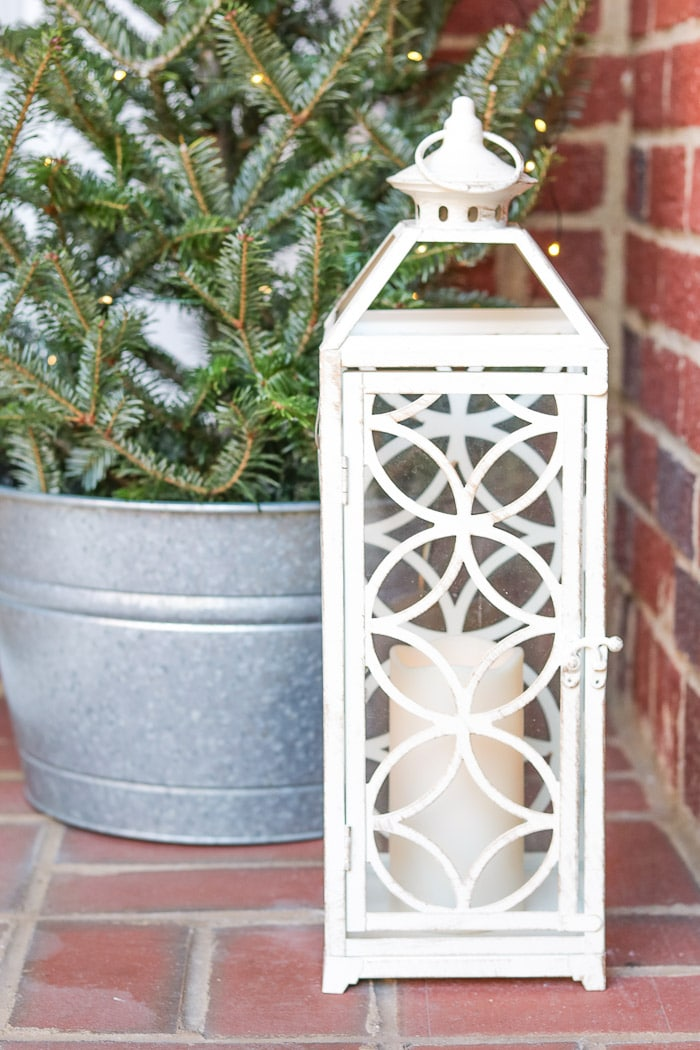 Christmas decorating ideas for front porches using lanterns