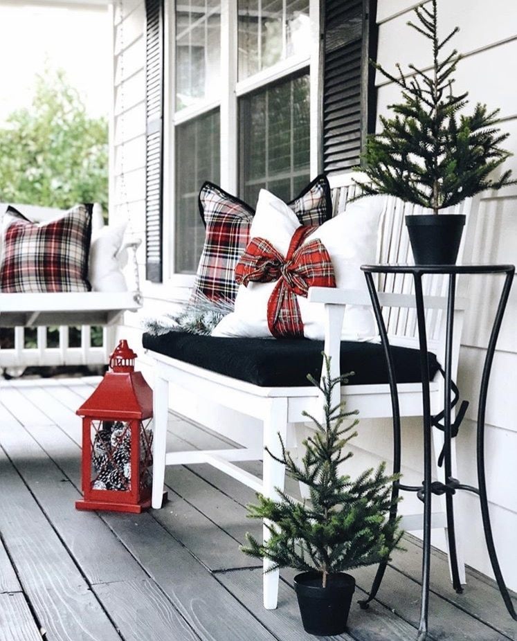 Christmas decorating ideas for porches by Home Hydrangea Christmas plaid and lanterns and mini trees
