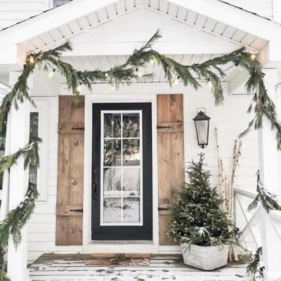 FESTIVE CHRISTMAS DECORATING IDEAS FOR PORCHES