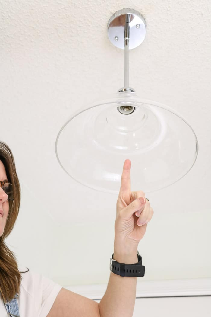 How to change a light bulb by showing the metal threads in light fixture