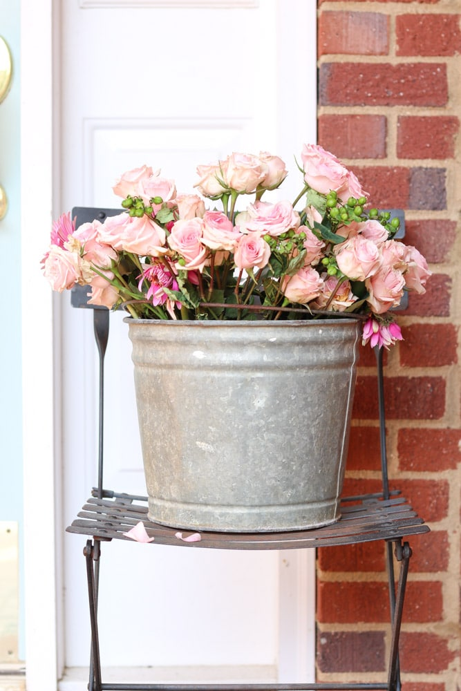 Farmhouse DIY Valentine's Day Decorations for your front porch