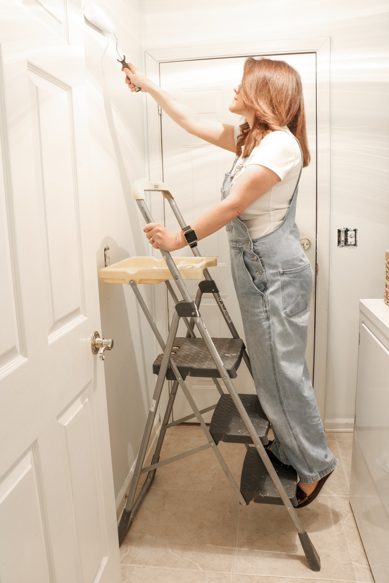 How to paint walls white with roller