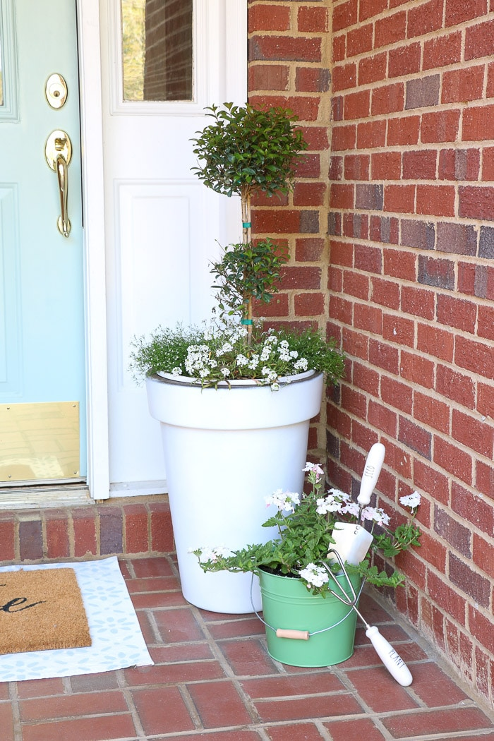 spring porch decorating ideas with plants, flower and pots