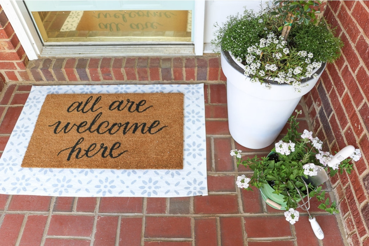 5 Spring Decorating Ideas For A Small Front Porch