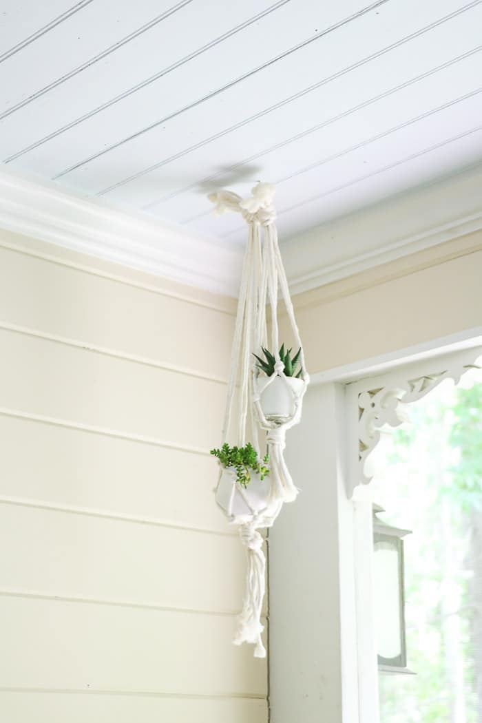 Screened in porch decorating ideas using macrame plant hanger