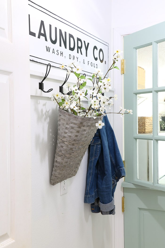 Small laundry room makeover using decorating