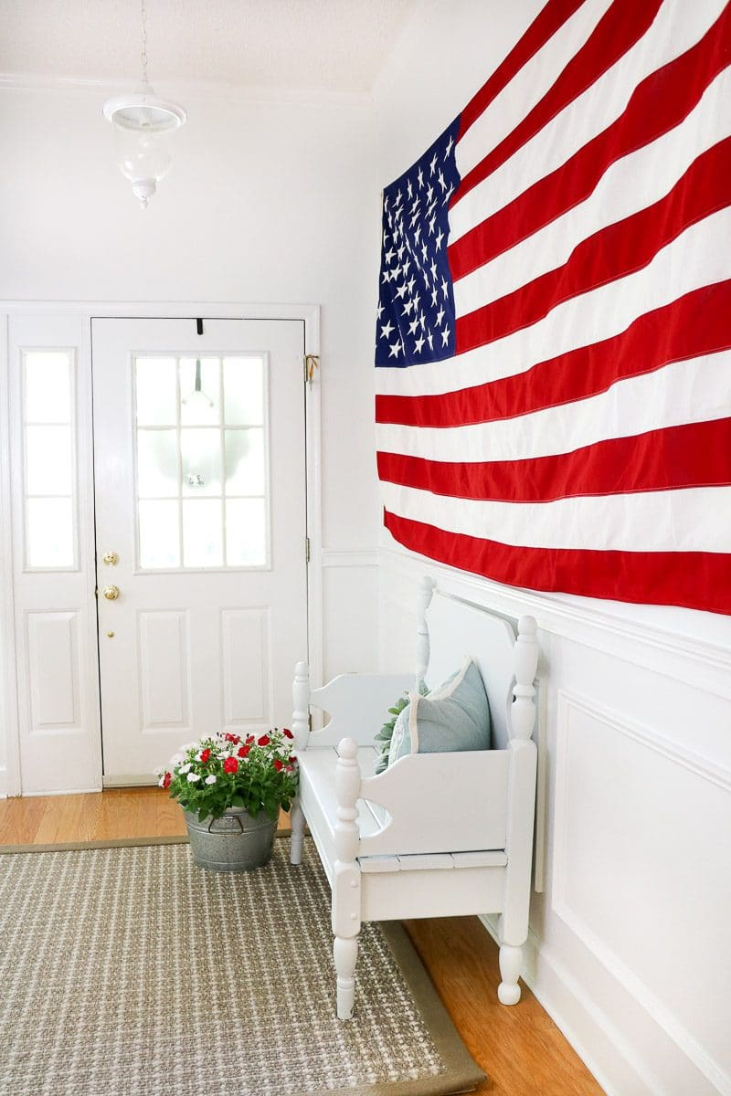 Decoration ideas of the American flag in the entrance area