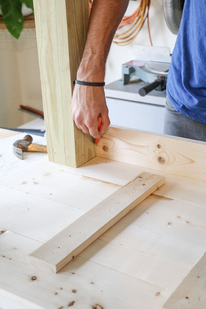 How to build a farmhouse table. Sit apron board again legs and mark for cutting.