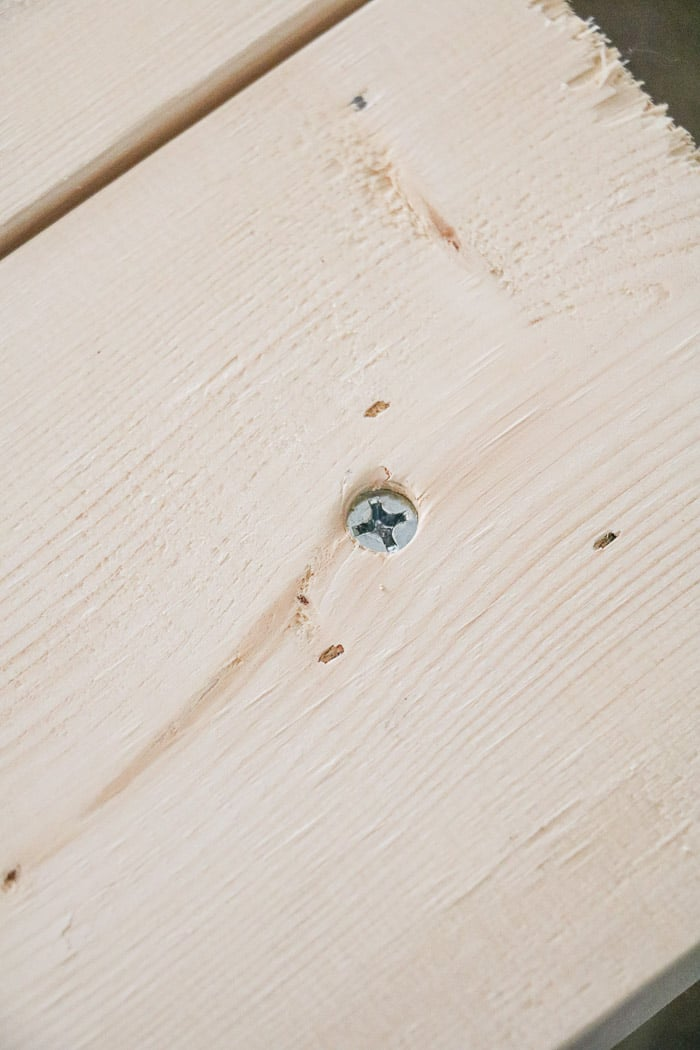 How to build a farmhouse table. Sink screw into wood.