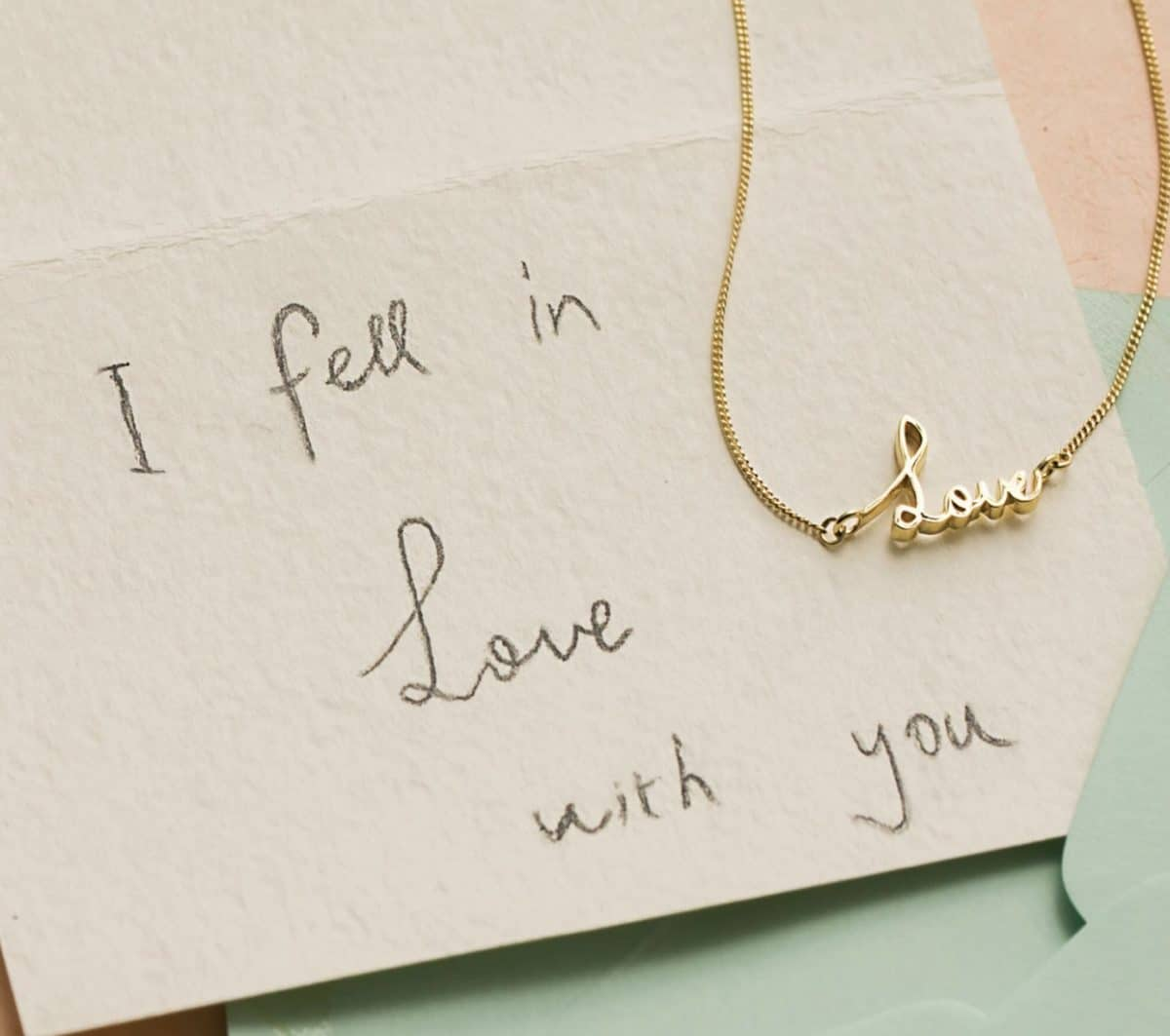 Best gift ideas for her of a capsul signature necklace