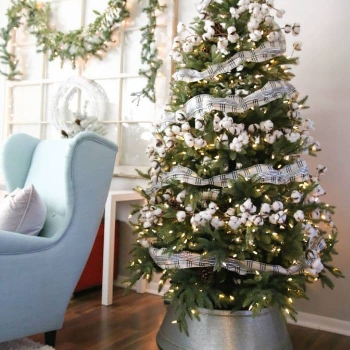 Decorating with Cotton by Purpose Blog with a Christmas tree decorated with cotton garland