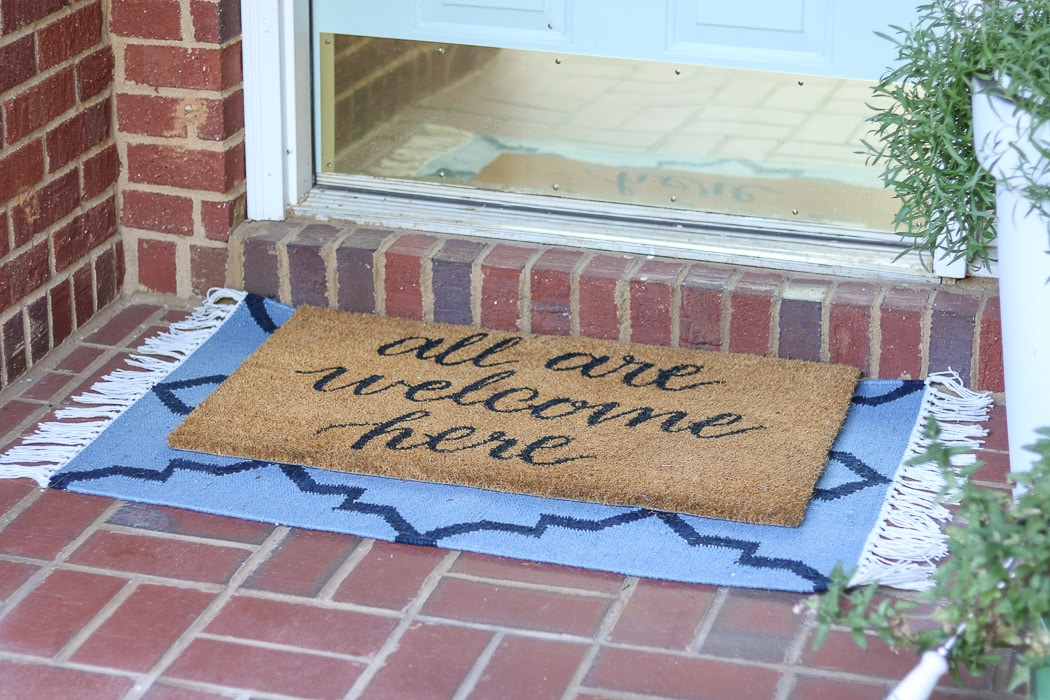 Patriotic layered rug idea for your front porch