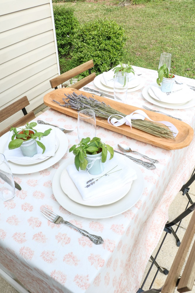 French country table setting