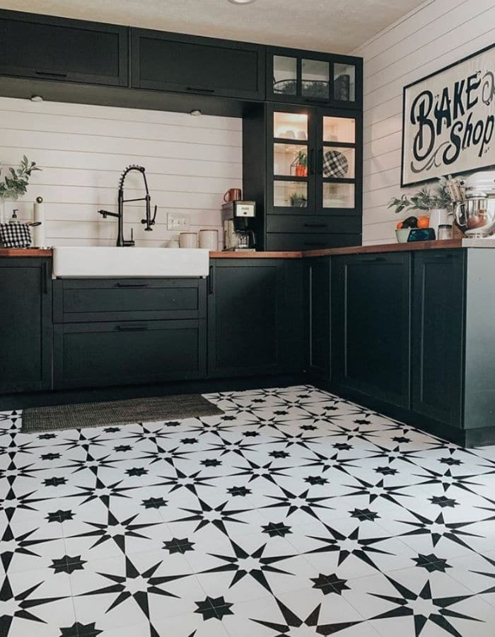 Floor Pops in a farmhouse kitchen by Fontaine Farmhouse