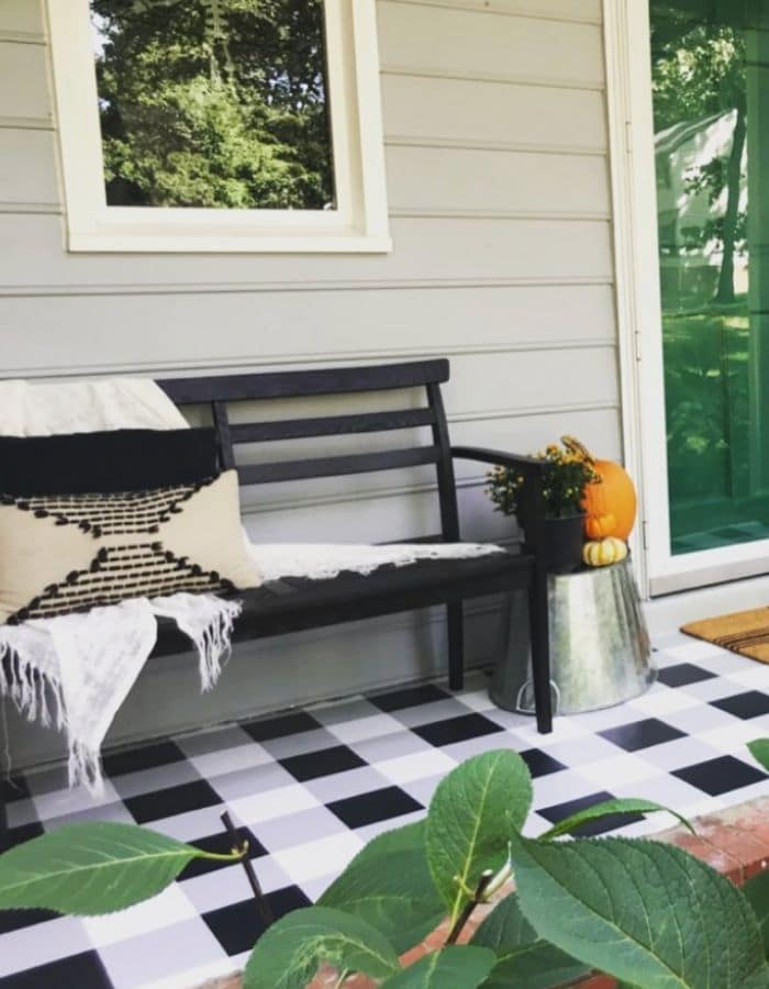 Painted gingham pattern on a concrete porch by House Wife Home Show