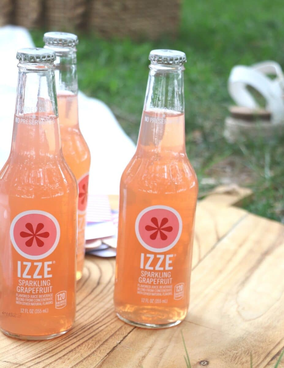 Izze sparkling sodas used for a patriotic picnic