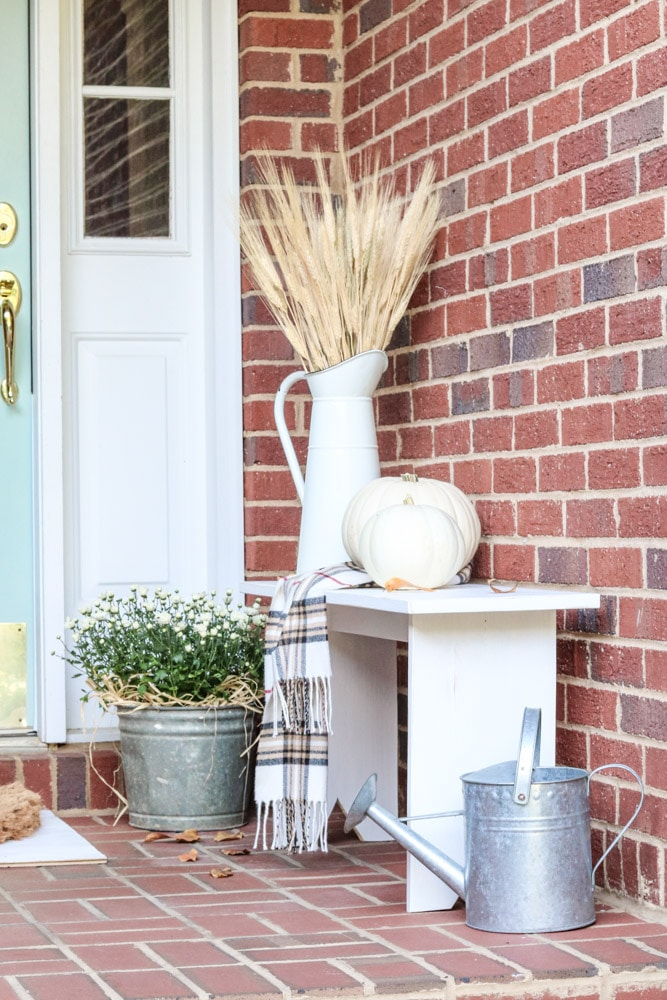 Budget friendly fall decorating ideas for front porches