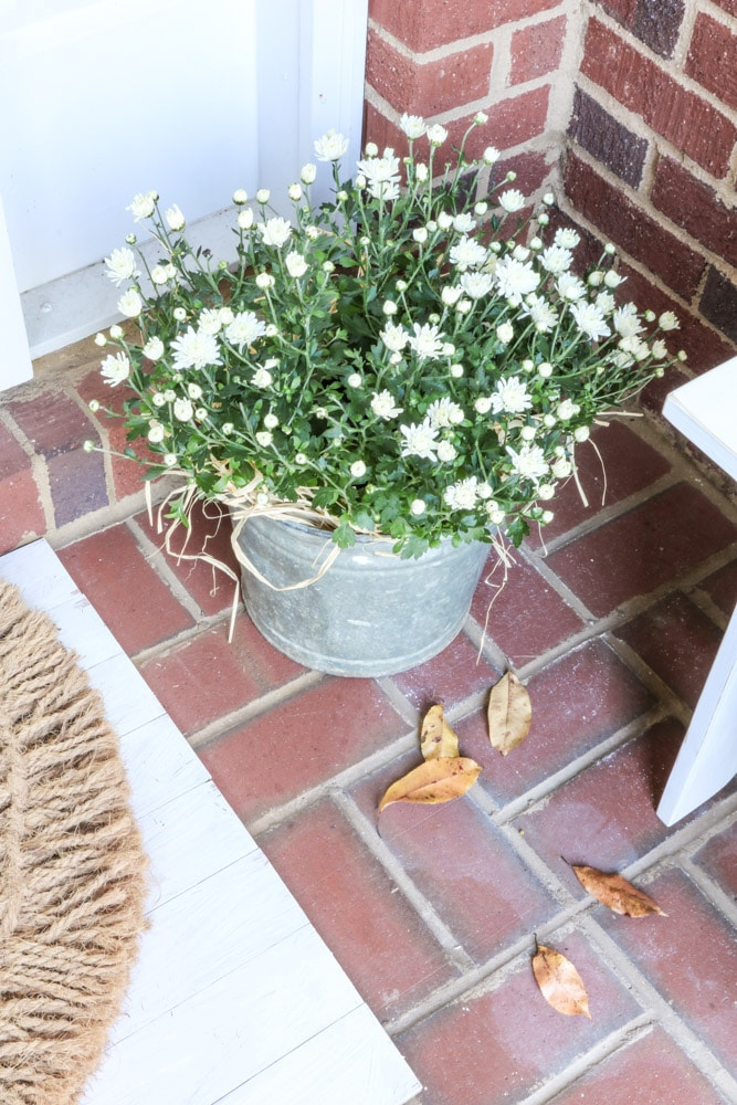 Autumn front porch decorating ideas on a budget