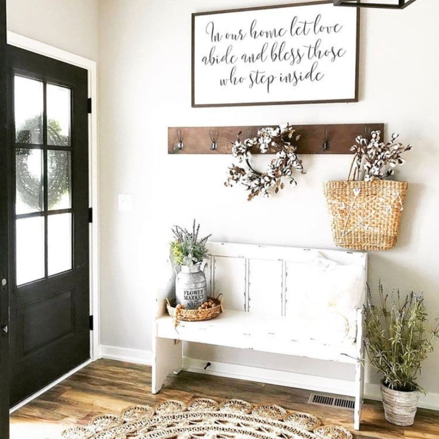 A pretty white bench in an entry way.