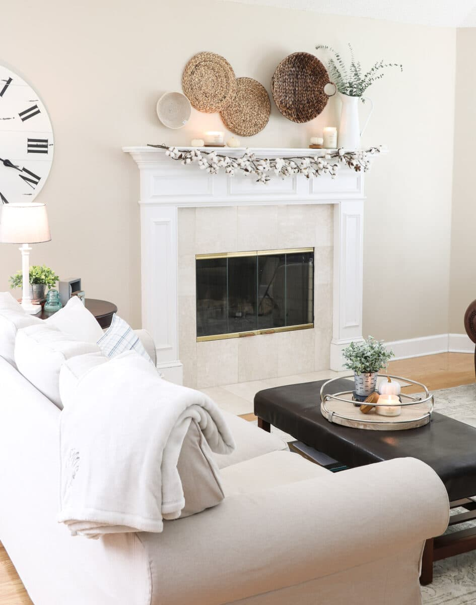 Fireplace mantle in Sherwin Williams extra white SW 7006
