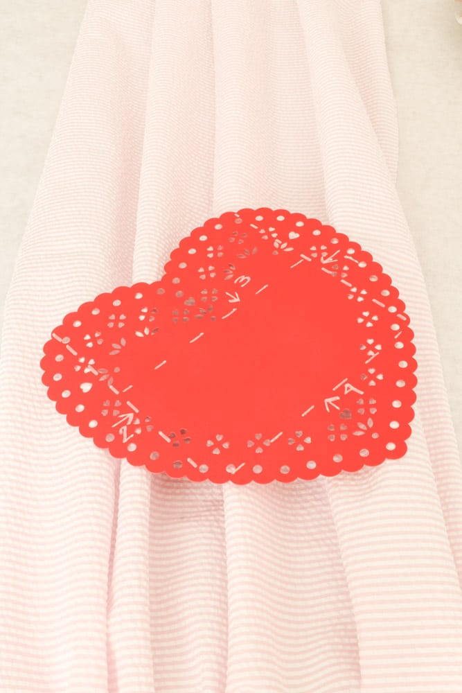 How to make envelopes from heart doilies
