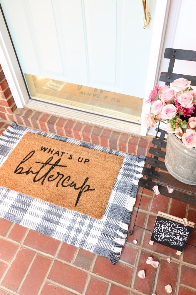 Front porch Valentine's day layered rug ideas