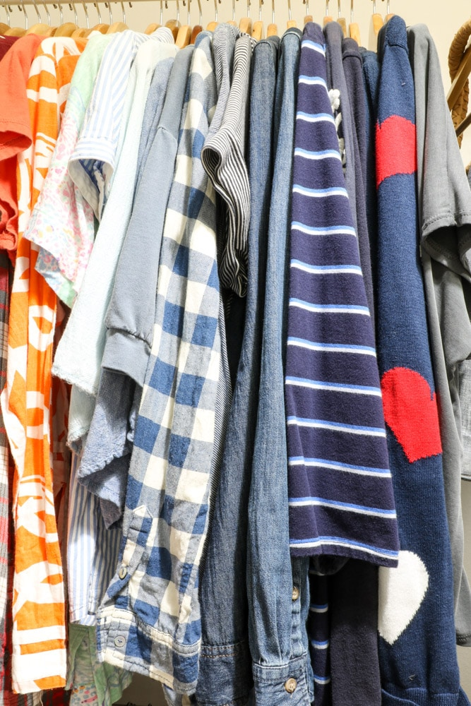 organizing clothes by colors