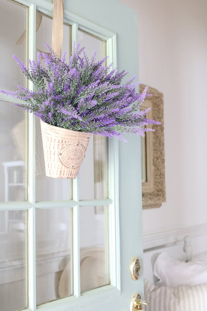 Decorating with wreaths on your front door