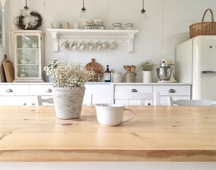 Cottagecore decorating ideas using dried flowers in a vintage vase