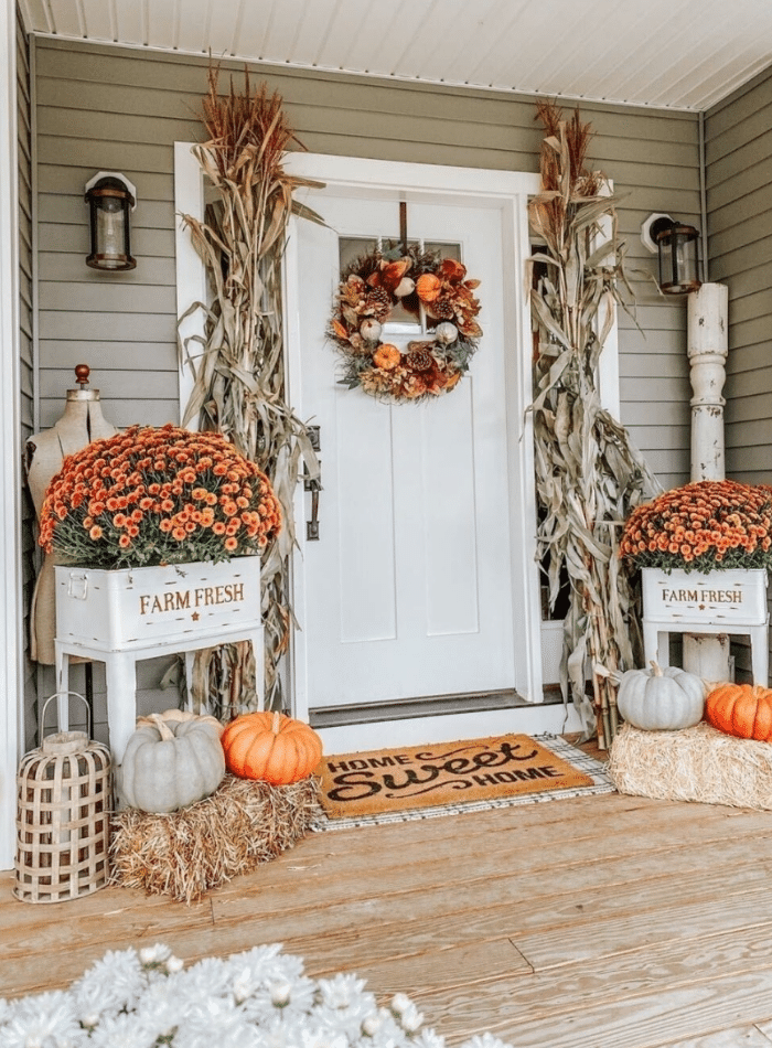 Vintage style fall front porch idea