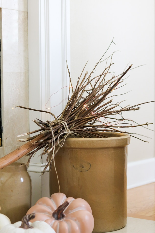 Easy witch broom DIY